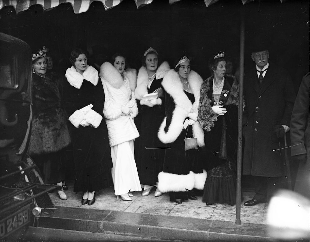 22nd November 1932: Lady Pamela Smith, the Countess of Jersey and the Countess of Birkenhead attend the state opening ceremony at the Houses of Parliament, London. (Photo by Fox Photos/Getty Images)