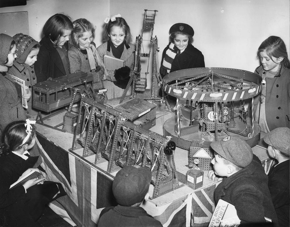21st November 1952: A group of schoolchildren gather round a meccano model of Battersea Fair which took four Beckenham schoolboys 7 months to build. It is on show at the Beckenham Central Library. (Photo by Reg Speller/Fox Photos/Getty Images)