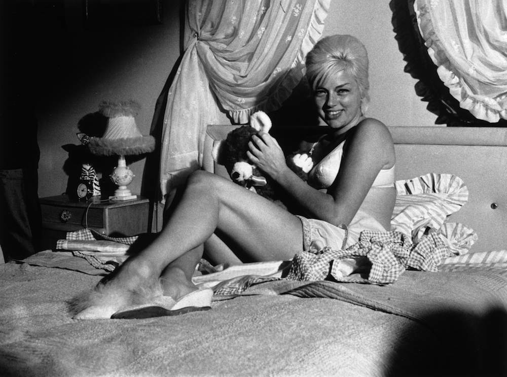 28th January 1963: English actress Diana Dors (1931 - 1984) films a bedroom scene for the crime drama 'West 11', directed by Michael Winner. (Photo by Norman Potter/Express/Getty Images)