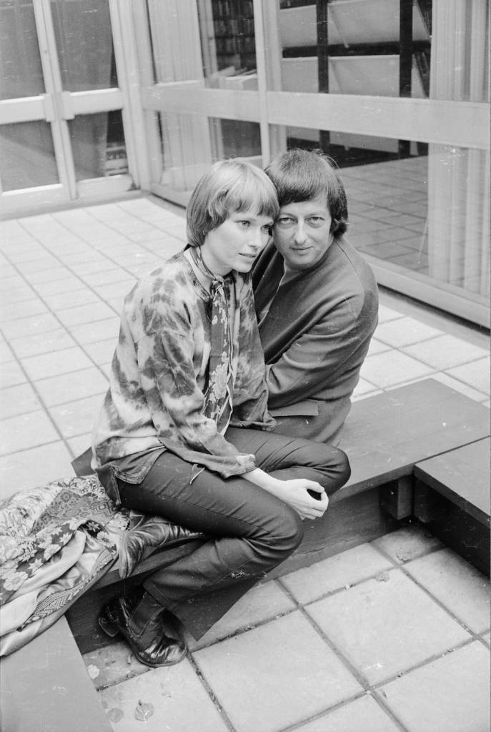 7th July 1972:  American actress Mia Farrow and husband, German-born composer and London Symphony Orchestra conductor Andre Previn share a low bench on a tiled floor.  (Photo by Terry Disney/Express/Getty Images)
