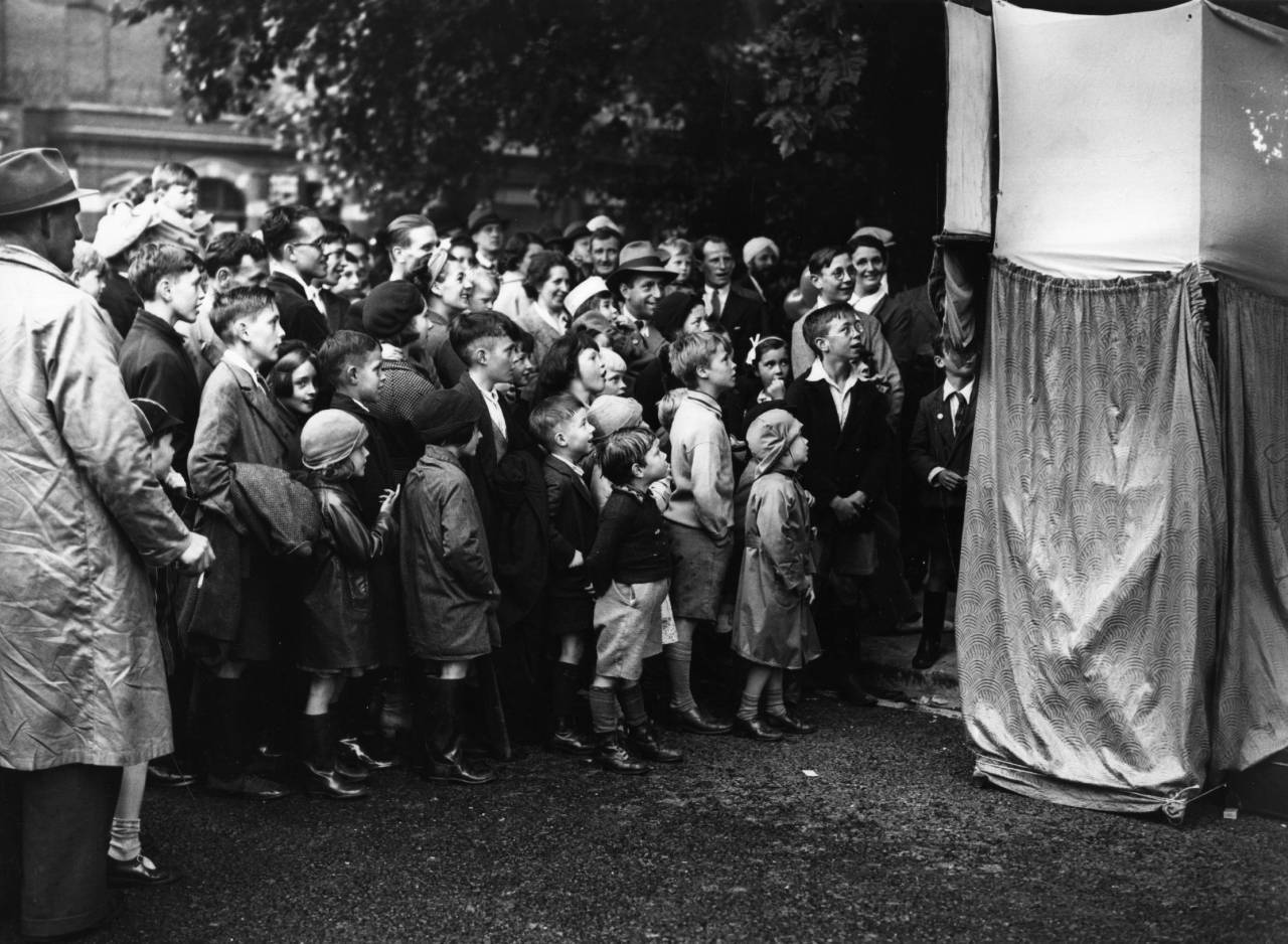 7th August 1939:  Children enthralled by a Punch and Judy show.  (Photo by Topical Press Agency/Getty Images)