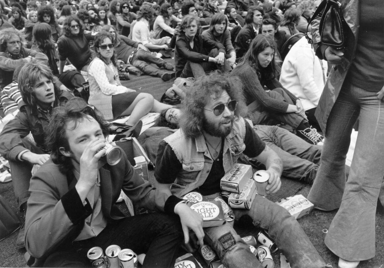 7th August 1972:  Fans during an interval in the Isle of Wight pop festival.  (Photo by John Minihan/Evening Standard/Getty Images)
