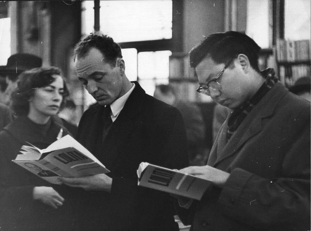 7th November 1959:  Customers at a London bookshop read the controversial bestseller 'Lolita' by Vladimir Nabokov.  (Photo by Keystone/Getty Images)