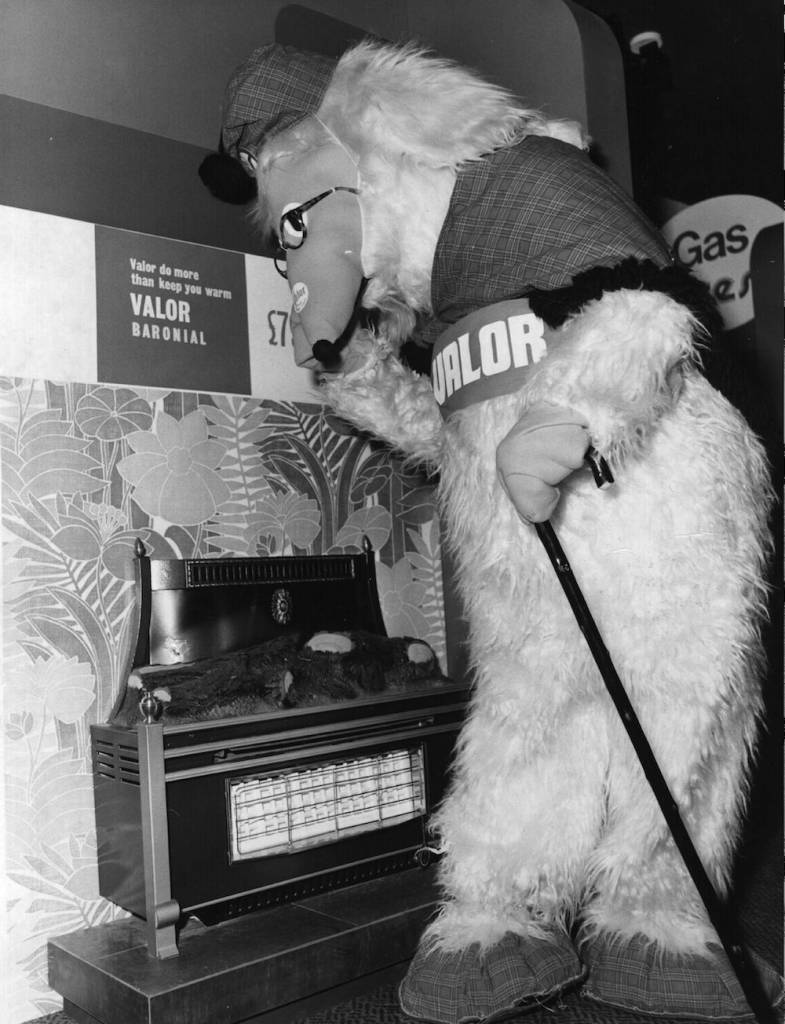 5th March 1975: 'Great Uncle Bulgaria' from the childrens television programme 'The Wombles' inspecting a Valor 'Baronial' gas fire at the Daily Mail Ideal Home Exhibition. (Photo by Fox Photos/Getty Images)