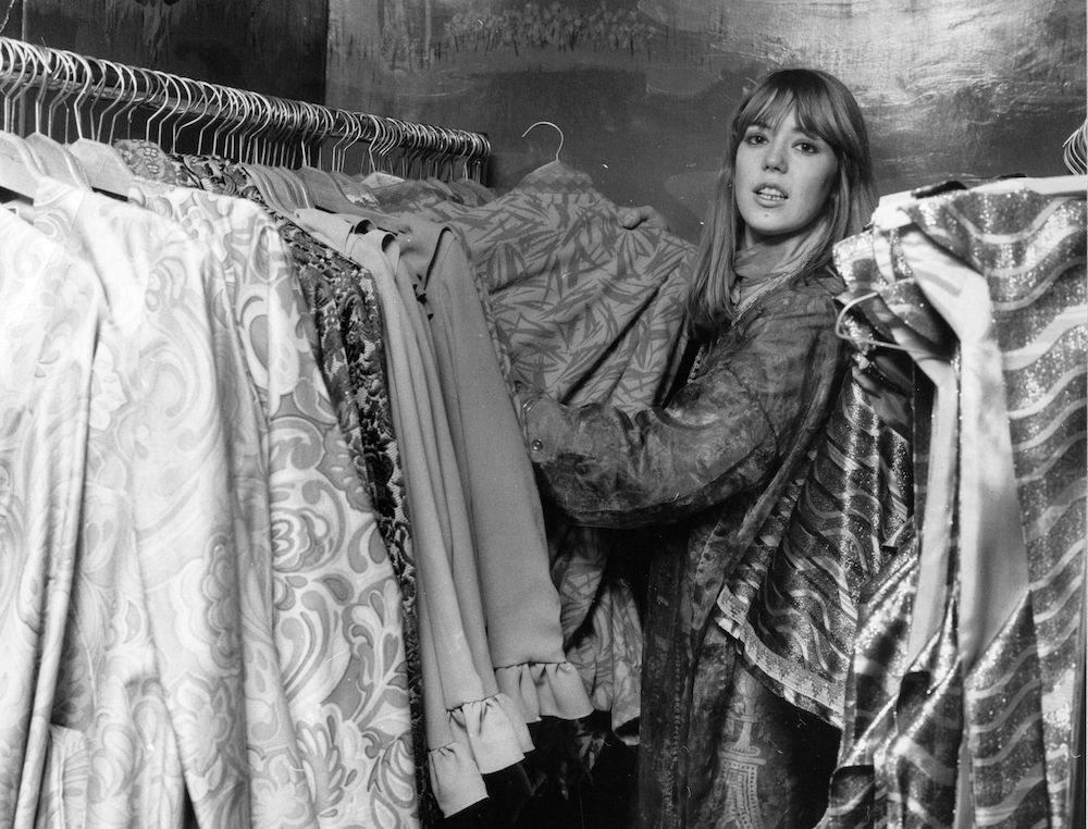 7th December 1967:  Jenny Boyd, sister in-law of Beatle George Harrison, helps out at Apple, the Beatles clothes boutique in Baker Street, London.  (Photo by Ted West/Central Press/Getty Images)
