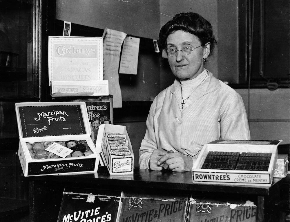 23rd December 1925: Miss Houd, who runs the tuck shop at Westminster School, London. (Photo by Kirby/Topical Press Agency/Getty Images)