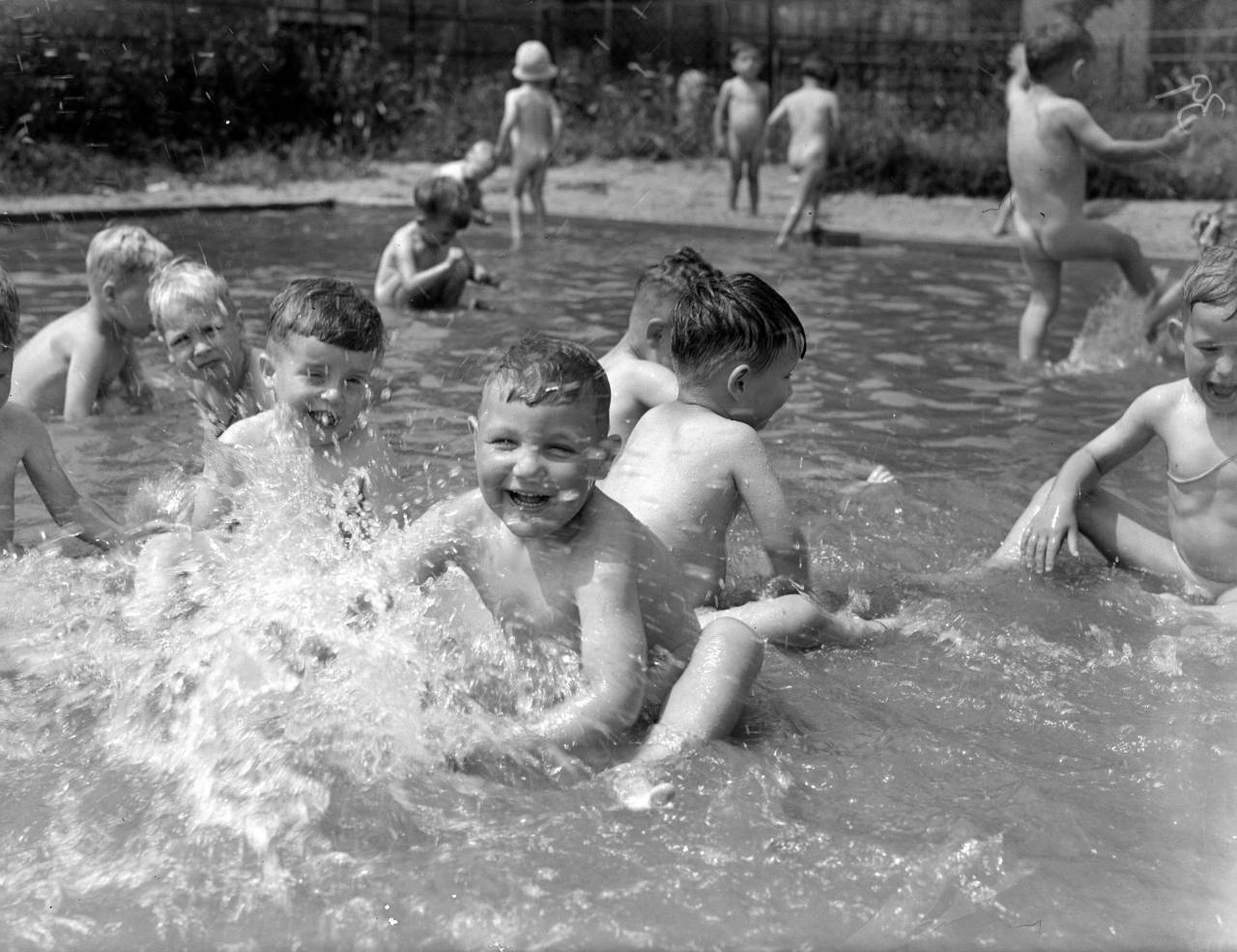 7th August 1941:  Young children evacuated from bombed areas enjoying themselves in the swimming pool at their new home in Ashford, Middlesex.  (Photo by Fred Morley/Fox Photos/Getty Images)