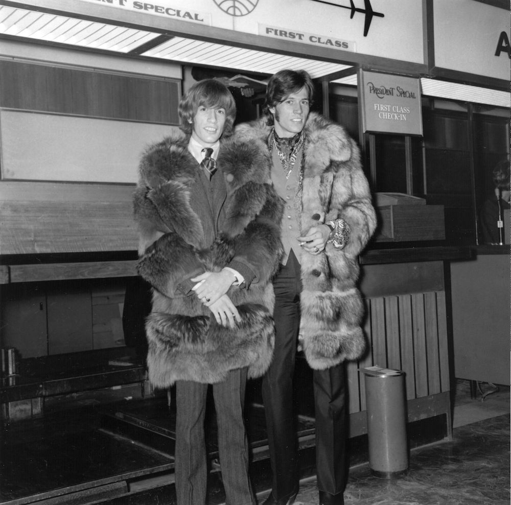 circa 1967: Robin and Barry Gibb of the Bee Gees at London Airport, 1967. (Photo by Evening Standard/Getty Images)
