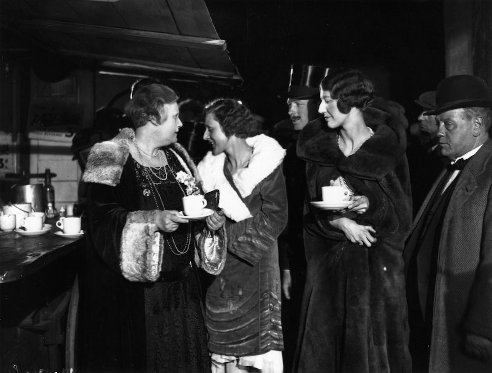 1929: Actors, actresses and members of a film crew at a night cafe in London. (Photo by Fox Photos/Getty Images)
