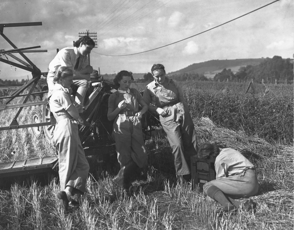 7th September 1939:  Members of the Women's Land Army pause from harvesting to listen to a radio news bulletin in a Monmouthshire field.  (Photo by Maeers/Fox Photos/Getty Images)