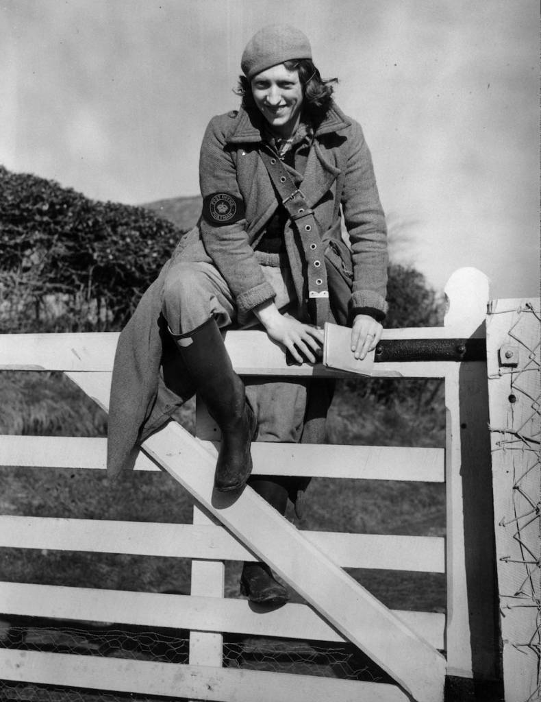 7th February 1939:  Miss Florence Waghorn, England's youngest postwoman, climbs over a gate during her post round in Braebourne, Kent.  (Photo by Fred Morley/Fox Photos/Getty Images)