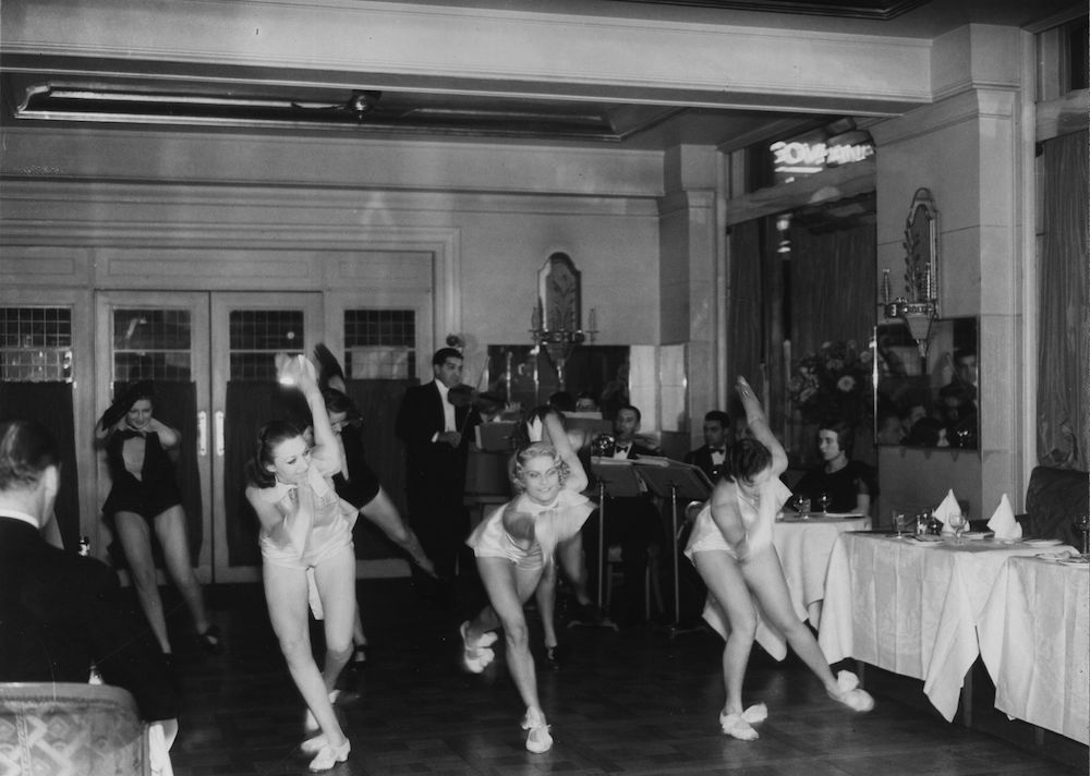 7th June 1927:  Cabaret dancers performing at the Prince of Wales Theatre.  (Photo by Sasha/Getty Images)