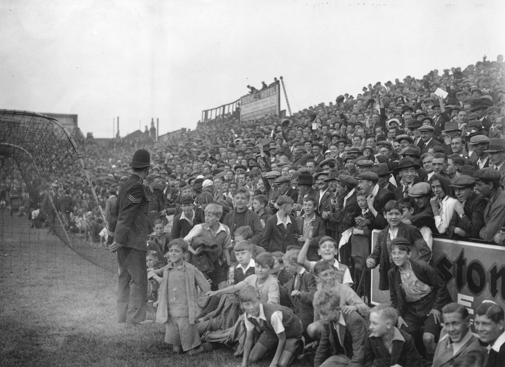 7th September 1935:  Children are allowed to sit on the sidelines of the pitch as Brentford play Huddersfield Town at Brentford.  (Photo by J. A. Hampton/Topical Press Agency/Getty Images)