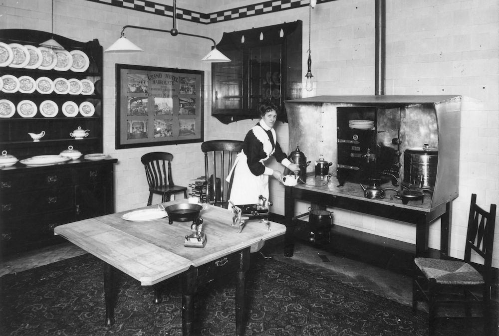 7th October 1908:  An electric iron, kettle, curling tongs and shaving pot on display at The Electrical Exhibition, Manchester.  (Photo by Topical Press Agency/Getty Images)