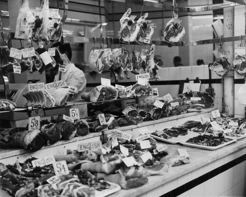22nd May 1964: A display of meat in a butcher's shop in Charterhouse Street, Smithfield, London, during a crisis over beef prices. (Photo by Moore/Fox Photos/Getty Images)
