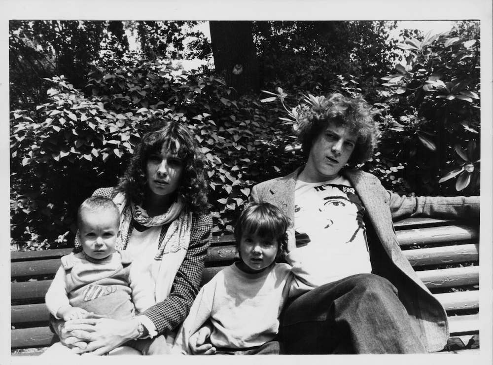 John Paul Getty III, with his wife Martine and children Balthazar and Anna on a park bench, in a secret location in London, June 7th 1976. (Photo by Hulton Archive/Getty Images)