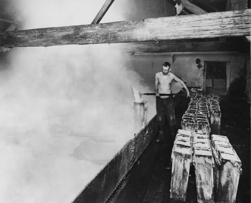 Salt is processed into 'Lagos squares' at a saltworks in Cheshire, March 1931. (Photo by Topical Press Agency/Hulton Archive/Getty Images)