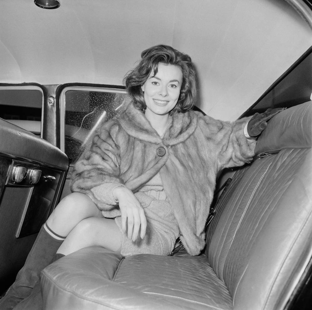 British actress, Anne Heywood, arrives at London Airport (now Heathrow), London, 13th December 1964. (Photo by Terry Disney/Daily Express/Hulton Archive/Getty Images)