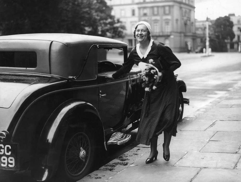Socialite Elvira Barney arrives at her parents' home at 6 Belgrave Square, London, 7th July 1932. Barney had recently been acquitted of the murder of her lover Michael Scott Stephen. At her trial, Barney had claimed that she had threatened suicide during an argument with Stephen and that her gun had gone off accidentally in an ensuing struggle.  (Photo by Miller/Topical Press Agency/Hulton Archive/Getty Images)