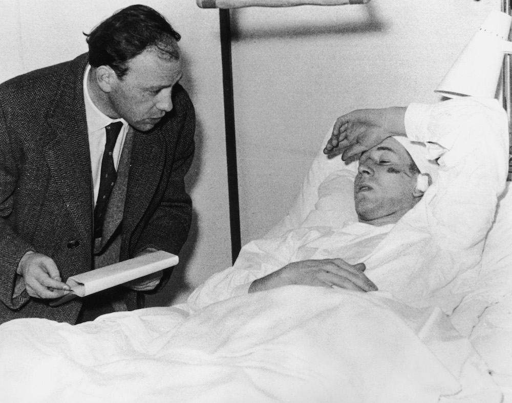 Manchester United footballer Bobby Charlton talking to a journalist while recovering in hospital in Munich after the plane crash which killed 23 people, including seven of his team mates, 7th February 1958. (Photo by Keystone/Hulton Archive/Getty Images)