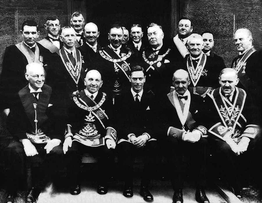 King_George_VI_with_Scottish_Freemasons