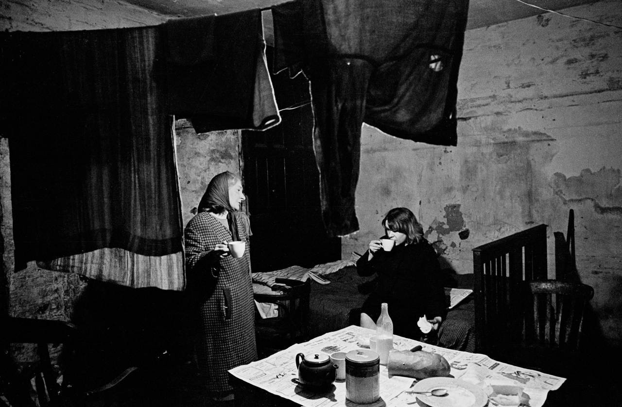 Liverpool, 1969 A mother and daughter in their cellar flat in Liverpool 8
