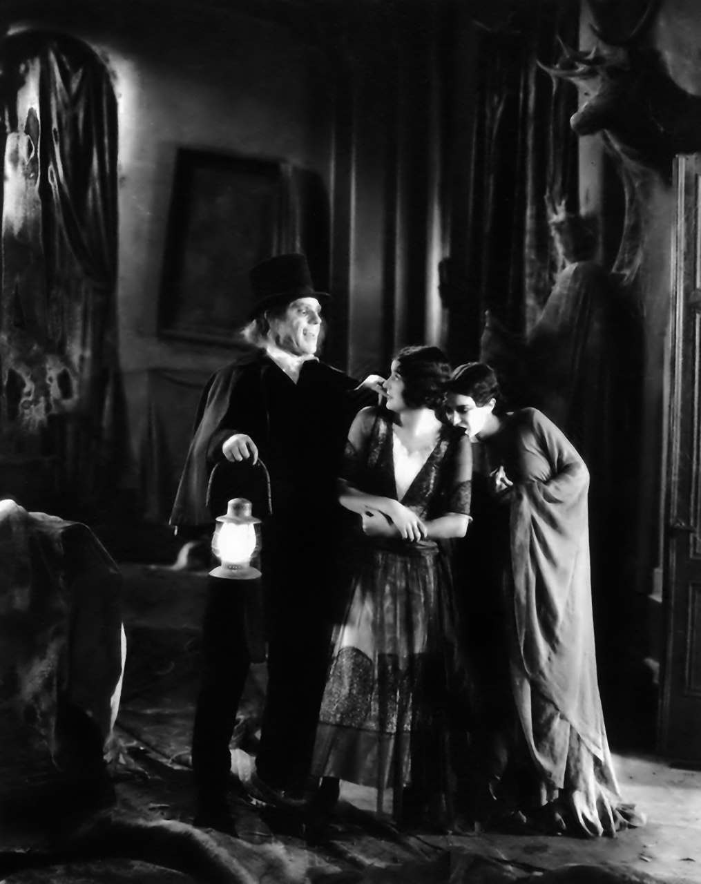 Lon Chaney, Marceline Day and Edna Tichenor in London After Midnight, 1927