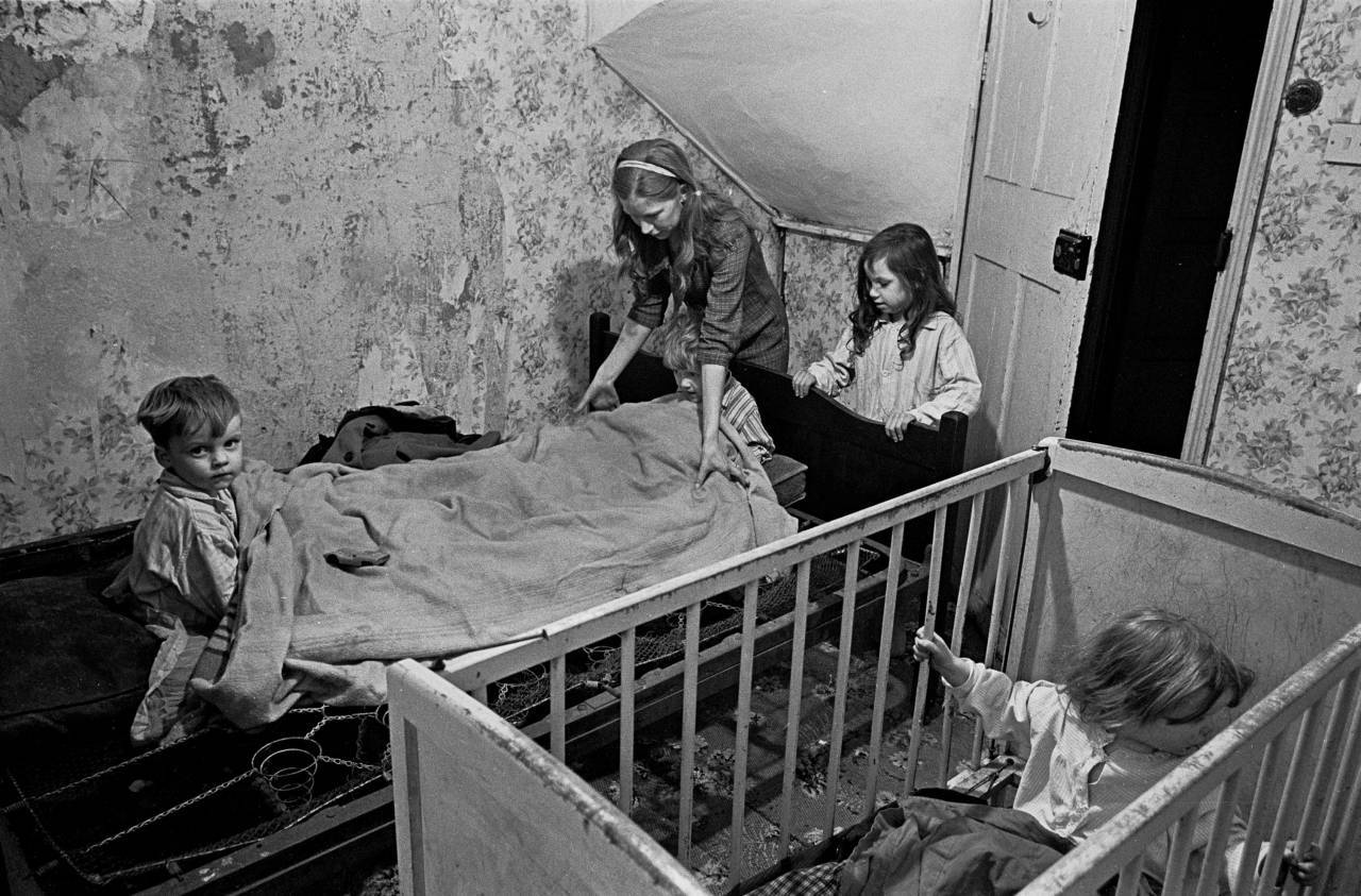 Mrs Milne puts her children to bed in the winter, Balsall Heath 1968