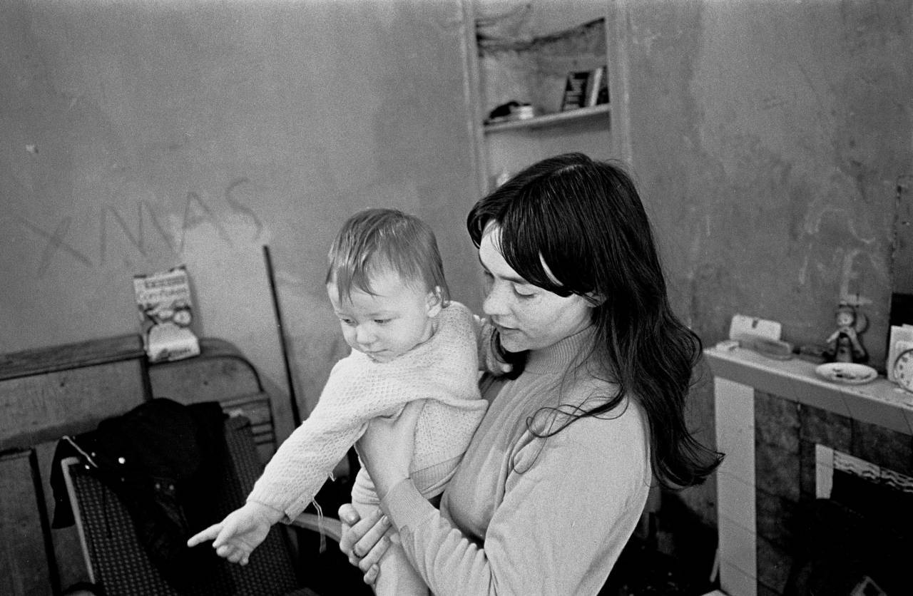 Mrs Thomas and her daughter, 1971