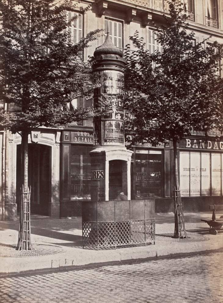 Urinal light to a stall. Delastre company. Boulevard Sebastopol. Paris First. Circa 1875.