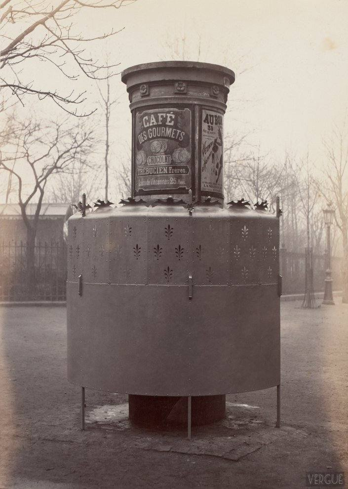 Urinal stall with high display. Square des Batignolles, Paris XVII. Circa 1875.