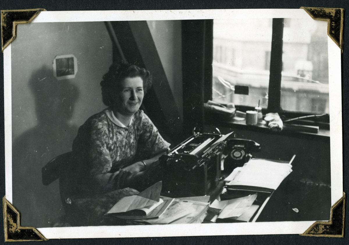 Woman at Air Ministry 1942 New Zealand Liaison office 1