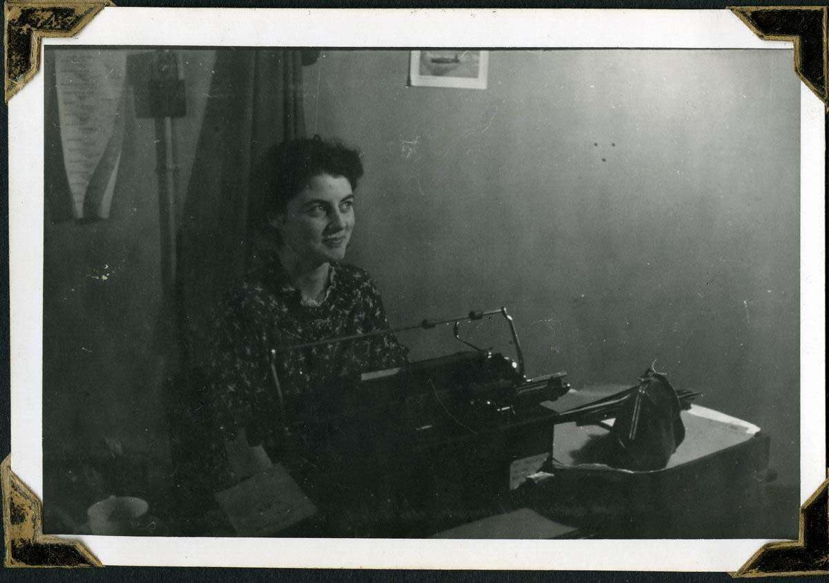 Woman in the Air Ministry New Zealand Liaison Office 1942.