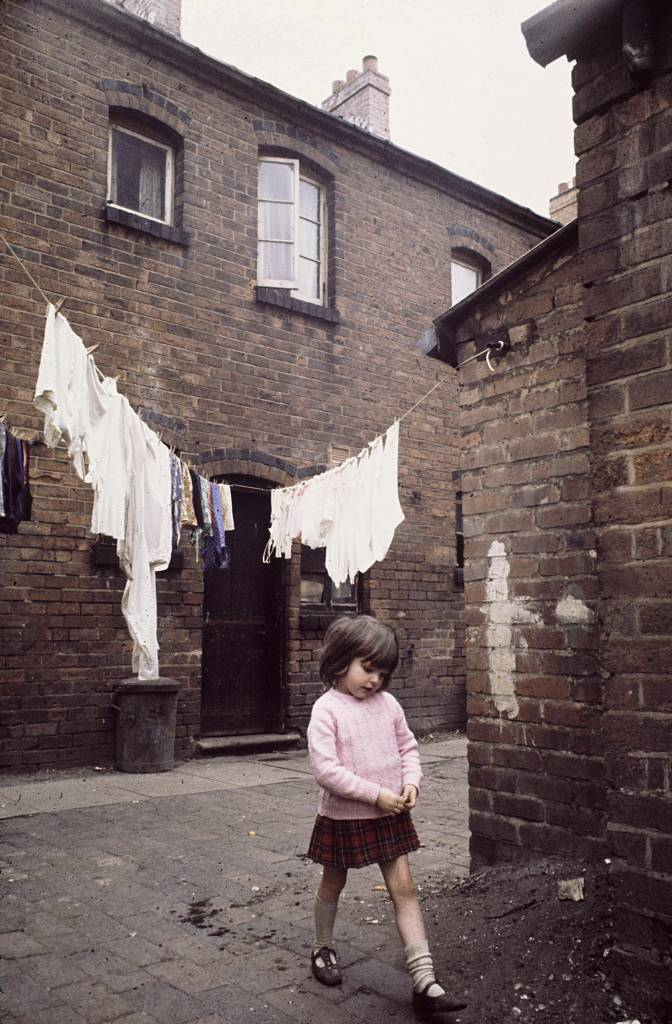 Backyard and child, Winson Green, 1971