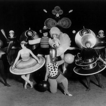 Weirdly Wonderful Costumes From Oskar Schlemmer's Das Triadische Ballett (1922)