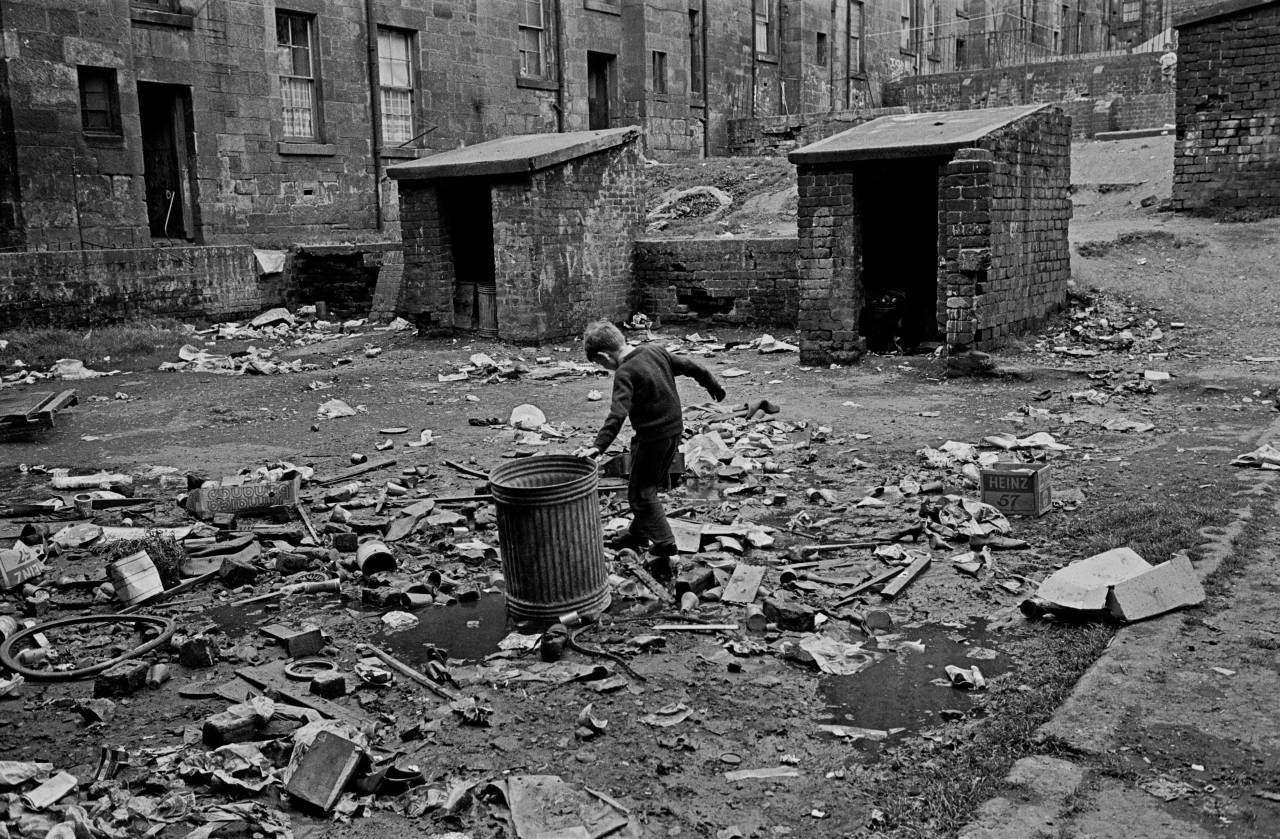 Tenement courtyard Maryhill 1971