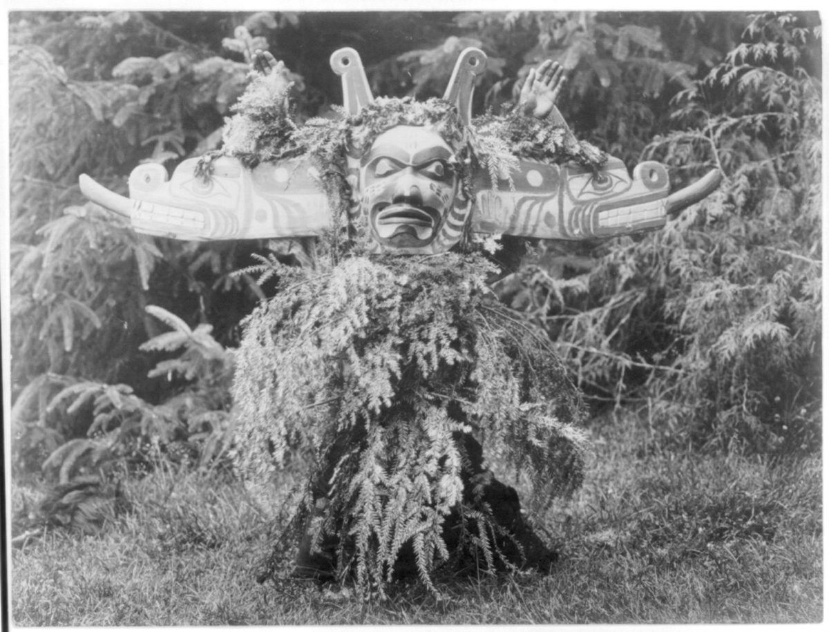 Title Sisiutl--Qagyuhl Summary Sisiutl, one of the main dancers in the Winter Dance ceremonies, wearing a double-headed serpent mask and shirt made of hemlock boughs. Contributor Names Curtis, Edward S., 1868-1952, photographer Created / Published c1914 November 13.