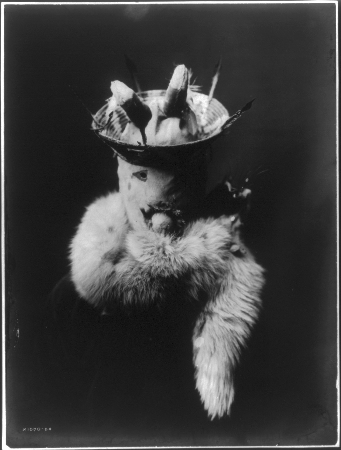 Title Gaaskidi [i.e. Ganaskidi]--Navaho Summary Photo shows a Navajo man wearing mask of Ganaskidi, god of harvests, plenty, and of mists. Contributor Names Curtis, Edward S., 1868-1952, photographer Created / Published c1905 January.
