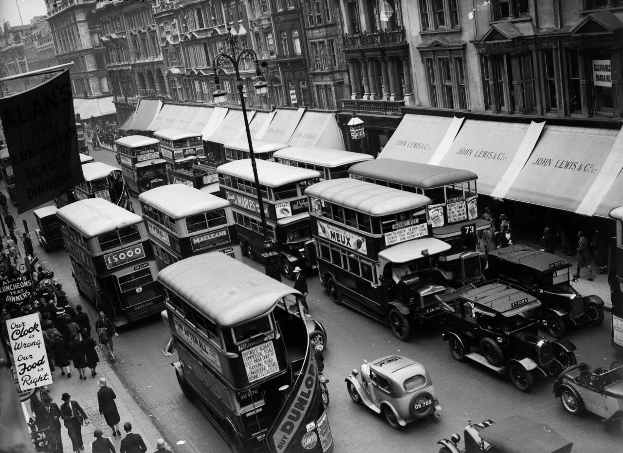 30th June 1931: Rush hour traffic along Oxford Street, London. (Photo by Fox Photos/Getty Images)