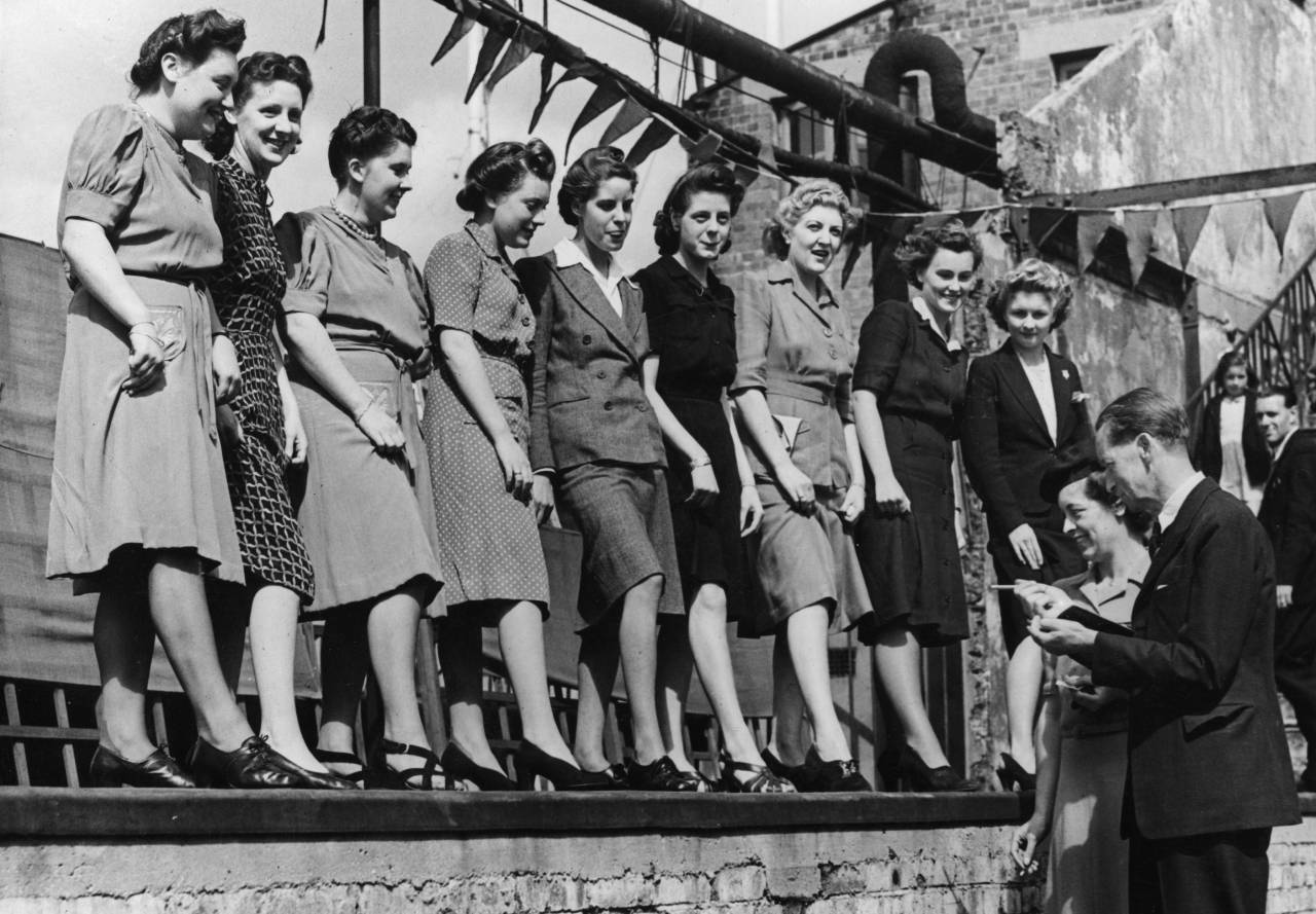17th August 1943: The ankle judging competition at Selfridges department store's annual sports meeting on the roof of the shop's building in London's Oxford Street. (Photo by Fred Morley/Fox Photos/Getty Images)