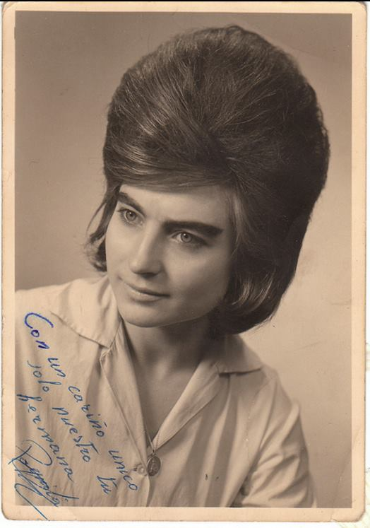 What Were Popular Hairstyles In The 1960s : Women with very big hair in the s