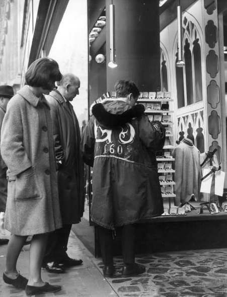 mod in oxford street 29th Dec 1964
