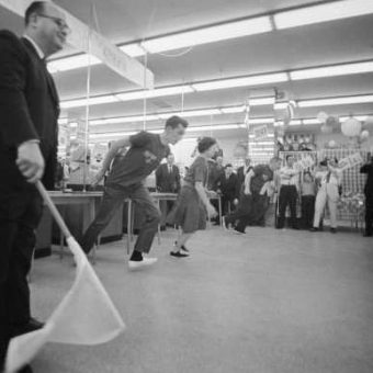 America's Fastest Shoppers Hit Brixton For A Tesco Supermarket Sweep (1966)