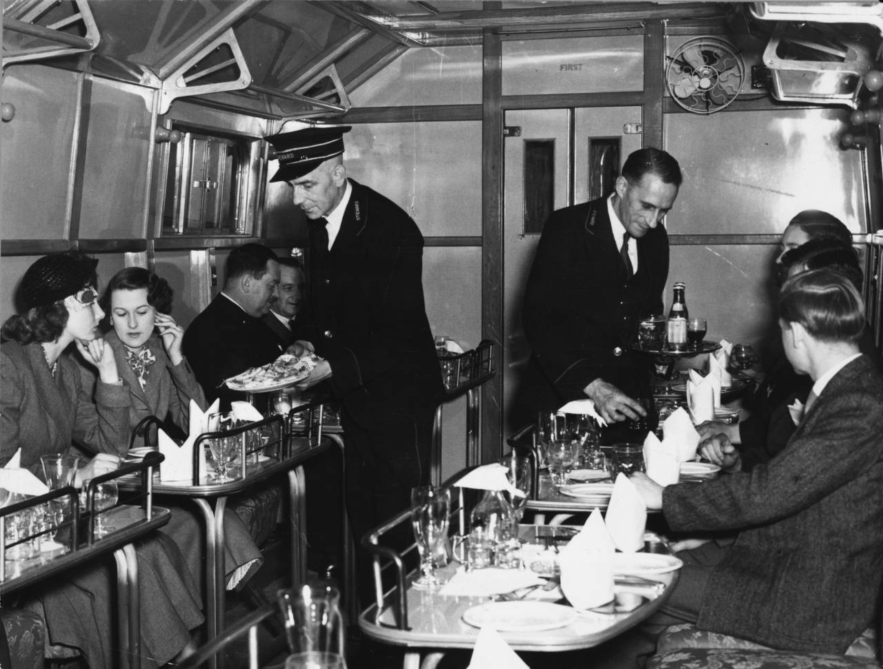 25th May 1949: A restaurant car on a British railways train in Waterloo Station, London. (Photo by Douglas Miller/Keystone/Getty Images)
