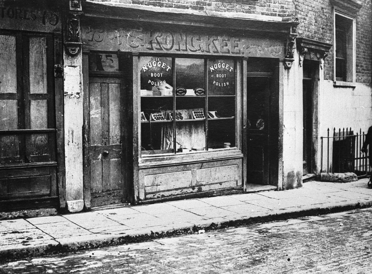 circa 1924: A Chinese shop in Pennyfields, East London. (Photo by Keystone/Getty Images)