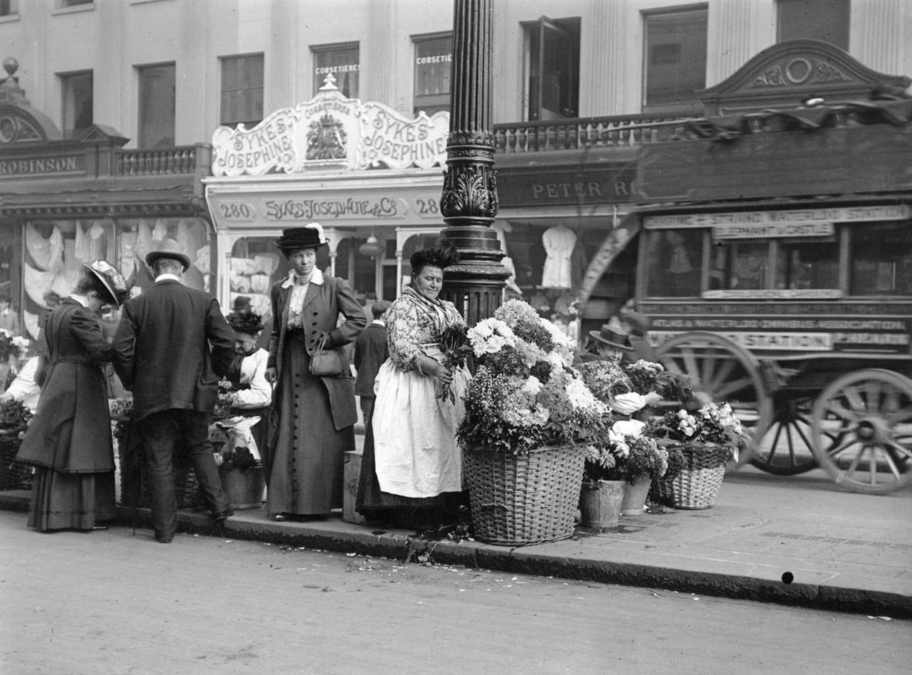 1911: London flower sellers near Waterloo station. (Photo by Hulton Archive/Getty Images)