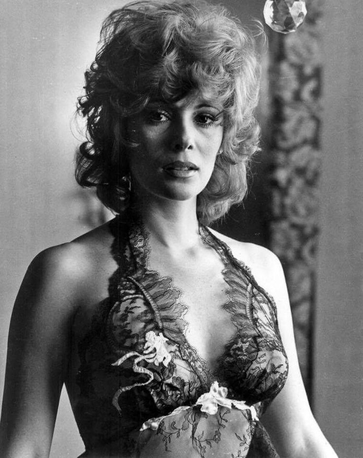 Jill St. John, born as Jill Arlyn Oppenheim in Los Angeles in 1940, played Tiffany Case.