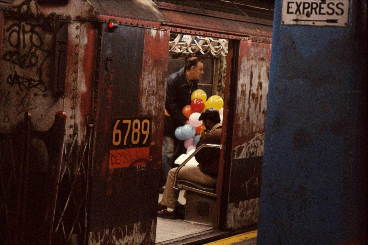 1984, New York, balloons in the subway