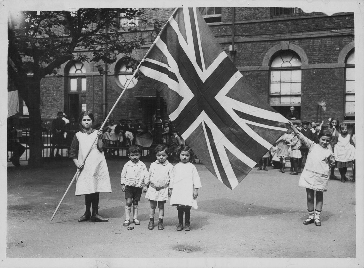 Belgian refugees in London celebrate Independence Day.