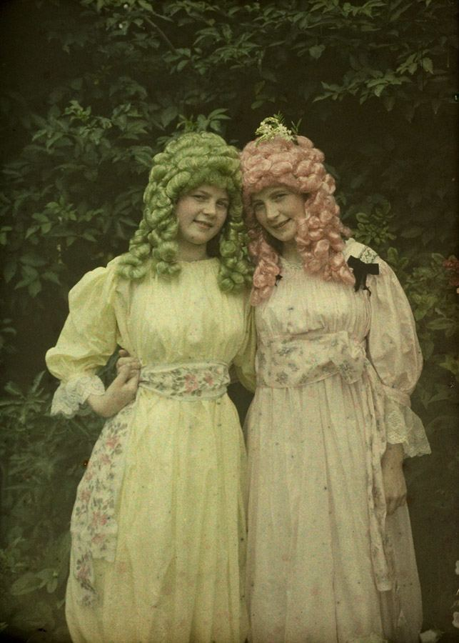 Alfonse Van Besten, Pink and green wigs c. 1912